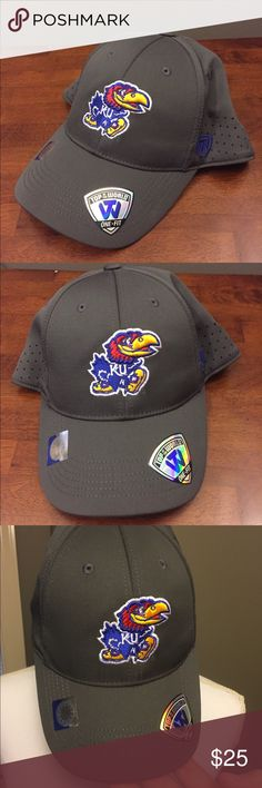 🆕 Kansas Jayhawks NCAA One Fit Hat M/L NWT 🚨 Brand new with tags! Thank you for looking! Perfect for March madness 🏀🏀🏀 fits size medium to large unisex men or women's. Has perforated holes to make the hat dry, cool, and airy. Gray NCAA Accessories Hats