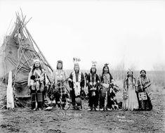 Semeo (aka Umatilla Jim) - Umatilla - 1877 Wolf - Umatilla - no date Wa-Lam-Ot-Ki (aka Little Chief) - Umatilla - 1890 Peo-Peo-Mox-Mox (aka Yellow Bird) - Umatilla - 1890 Peo - Umatilla - Native American Clothing, Native American Symbols, Native American Women, Native American History, Native American Indians, Indian Pictures, Old Pictures, Old Photos, Antique Photos