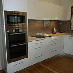 Small Kitchen Designs Oven/Microwave tower, concealed rangehood drawers - Even tiny kitchens can have serious style. Double Oven Kitchen, New Kitchen, Kitchen Decor, Double Ovens, Kitchen Ideas, Kitchen Small, Kitchen Pictures, Rustic Kitchen, Small Kitchen Designs