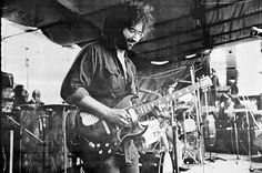Jerry Garcia played with a number of acts between 1960 and 1965 before finding the musicians