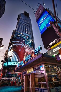 Times Square - New York City Go To New York, New York Art, Times Square New York, Voyage New York, New York Police, Empire State Of Mind, I Love Nyc, Best Cities, New Hampshire