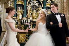 Bride Wars - Publicity still of Anne Hathaway, Kate Hudson & Steve Howey. Always A Bridesmaid, Wedding Bridesmaids, Wedding Dresses, Wedding Movies, Wedding Humor, Drunk Wedding, Wedding Disney, Wedding Parties, Kate Hudson