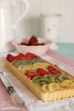 Una tarta con frutas frescas rellena de crema pastelera con queso. Simplemente irresistible