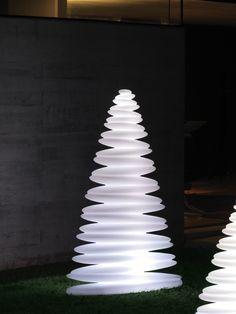 Vondom Weihnachtsbaum Leuchte Chrismy 150cm kaufen im borono Online Shop