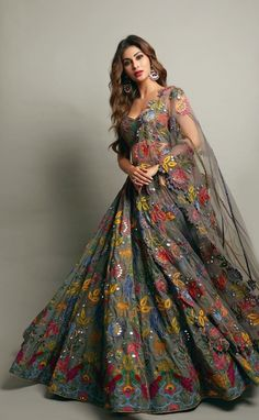 Party Wear Indian Dresses, Indian Wedding Gowns, Designer Party Wear Dresses, Indian Gowns Dresses, Indian Bridal Outfits, Party Wear Lehenga, Indian Fashion Dresses, Dress Indian Style, Indian Designer Outfits