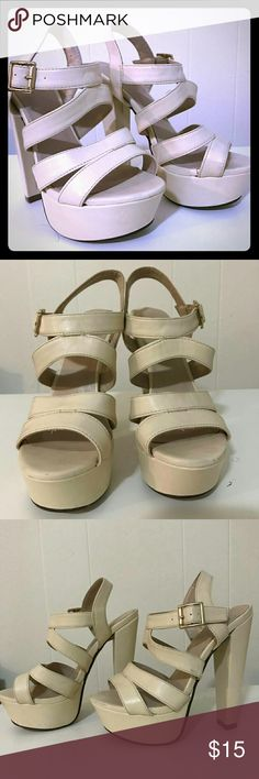 Beige Heels Beige and gold heels for women, they dont have the size on them but they fit me great and I'm a size 6. Only worn a hand full of times, still in good used condition. Shoes Heels