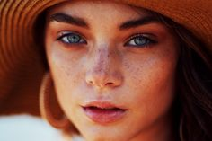 Make up Alternative: Makellose Haut ohne Foundation - lovethislook.de Make up Alternative: Makellose Haut ohne Foundation - lovethislook. Concealer, Bb Cream, Face Mapping, Acne Causes, Salud Natural, Cosmetic Tattoo, Bold Brows, Boy Face, Body Organs
