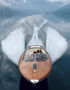 The hull of the Aquariva Super is built in glass fibre rather than the wood that made the marque so famous.