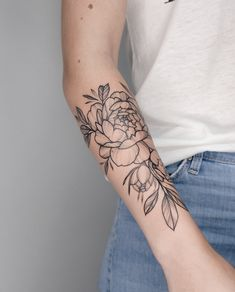 The way the leaves flutter down – floral tattoo sleeve Floral Thigh Tattoos, Forearm Flower Tattoo, Small Forearm Tattoos, Small Flower Tattoos, Girly Tattoos, Skull Tattoos, Flower Outline Tattoo, Tatoos, Tattoo Style