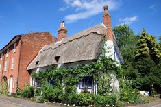 Quaint Cottage Cottage in Walpole, England Cottages England, Country Barns, House Of Beauty, Seaside Resort, English House, Weird Pictures, Garden Photos, Great British, Fairy Land