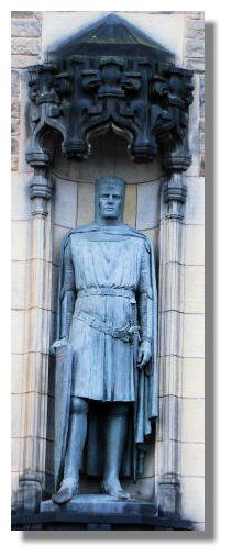 Statute of King Robert the Bruce that stands on one side of the entrance to Edinburgh Castle.