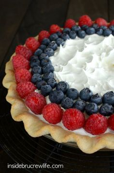 Lemon Cream Berry Pie - layers of no bake cheesecake, lemon pudding, and berries makes this a delicious and pretty summer pie from Bru Crew Life