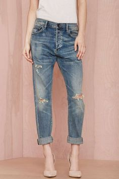 Give those skinnies a break and rock these boyfriend jeans by Citizens of Humanity instead.