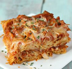 Six Sisters Stuff - spaghetti casserole baked in the oven and served on plate Spaghetti Pie Recipes, Baked Spaghetti Casserole, Beef Casserole, Casserole Recipes, Pasta Recipes, Beef Recipes, Italian Recipes, Cooking Recipes, Recipies