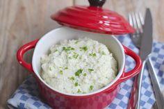 We hebben weer een lekker kerstrecept voor jullie: bloemkoolpuree. Dit recept is zo ontzettend simpel maar erg lekker! Je het maar een paar ingrediënten nodig en in ongeveer 20-25 minuten staat de bloemkoolpuree op tafel. Eet smakelijk! Recept voor 3-4 personen Tijd: 20-25 min. Benodigdheden: 1 bloemkool 1 teen knoflook 3-4 eetlepels roomkaas/zuivelspread light (zonder...Lees Meer »