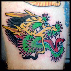 Old school dragon head tatoo Golden Dragon Tattoo, Dragon Tattoo Black And Grey, Dragon Head Tattoo, Dragon Tattoos For Men, Dragon Tattoo Designs, Black And Grey Tattoos, Tattoo Designs Men, Traditional Tattoo Back Piece, Traditional Tattoo Dragon