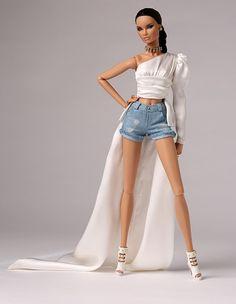 Barbie for big girls. Fashion Royalty Dolls, Fashion Dolls, Fashion Dresses, Barbie Stil, Accessoires Barbie, Made To Move Barbie, Barbie Fashionista Dolls, Diy Barbie Clothes, Barbie Model