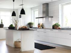 Ikea Kitchen, Kitchen Dining, Kitchen Decor, Kitchen Cabinets, Kitchen Ideas, Interior Design Living Room, Cool Kitchens, Storage, Furniture