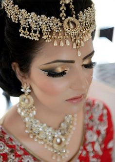 gold eyemakeup MU by:Musarat Ahmed