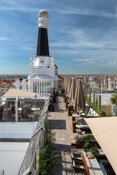 Summer arrives and also my guide of terraces in Madrid of Some mythical and others that have just opened, but all are the most top of the city. Pent House, At The Hotel, Burj Khalifa, Europe, City, Building, Restaurant Ideas, Summer, Terraces