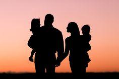 Gordon family photos at sunset on the farm, Kiowa Colorado photography session Silhouette Photography, Shadow Photography, Tattoo Photography, Photography Poses, Maternity Photography, Sister Pictures, Family Beach Pictures, Family Photos, Father Son Tattoo