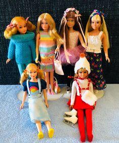 A few Skipper dolls from my collection! (L-R back row) 1970 Living Skipper #1147, 1975 Growing Up Skipper #7259, 1968 TNT Skipper #1105, 1972 Malibu Skipper #1069, front row (L) 1970 Sausage Curl TNT Skipper #1105, front row (R) Malibu Skipper #Skipper #Barbie #dolls #VintageSkipper #ModSkipper #LivingSkipper #MalibuSkipper #SausageCurl #StraightLegSkipper #GrowingUpSkipper