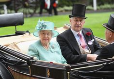 Captain David Bowes-Lyon Photos Photos - Queen Elizabeth II and Captain David Bowes-Lyon arrive in the Royal Procession on day 4 of Royal Ascot 2017 at Ascot Racecourse on June 23, 2017 in Ascot, England. - Royal Ascot 2017 - Day 4