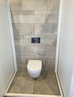Abk tegelstroken ecru unika in toilet