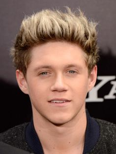 One Direction band singer Niall Horan Body Measurements Height Weight Shoe Size Stats Pictures along with his biceps, waist, chest, eye and hair color details are available. Niall Horan Hair, Niall Horan Photoshoot, Niall Horan 2013, Niall Horan Funny, Harry Styles Photoshoot, Naill Horan, Liam Payne, Zayn Malik, Louis Tomlinson