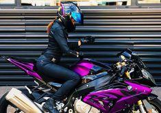Motorcycles, bikers and more (Publicaciones etiquetadas como girl) Ural Motorcycle, Womens Motorcycle Helmets, Motorbike Girl, Motorcycle Outfit, Motorcycle Girls, Fille Et Dirt Bike, Bike Photoshoot, Bmw S1000rr, Bike Rider