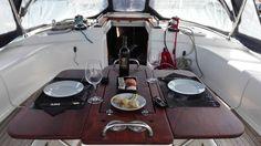Soggiornare in barca come alternativa al solito appartamento, MICNA, la migliore terapia del sonno: cullati dal lento movimento del mare della Sardegna, immersi nella splendida Costa Smeralda. L'ALLOGGIO L'alloggio delle vostre vacanze e' un Bavaria 44ft, barca a vela di circa 14 metri composta da 3 cabine doppie, 1 con 2 letti a castello, 2 bagni, una spaziosa dinette, cucina attrezzata, tavolo da carteggio. Essendo la barca ormeggiata in porto è consigliato usufruire dei bagni situ...