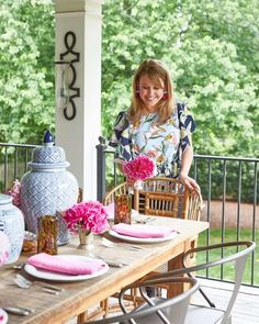 House Tour: Maggie Griffin's Classic, Family Cottage (How To Decorate) Maggie Griffin, Inviting Home, Lakefront Homes, Bright Kitchens, Ballard Designs, White Houses, Southern Style, Decorating Your Home