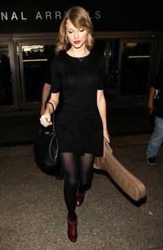 Taylor Swift - Taylor Swift Arriving On A Flight At LAX