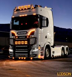 How about this beautiful Scania Armed with lots of quality LEDSON lights! Show Trucks, Used Trucks, Big Trucks, Customised Trucks, Custom Trucks, Vw Amarok, Trailers, Bmw E30, Volvo