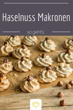 Juicy hazelnut macaroons - only genuine with the hazelnut- Saftige Haselnussmakronen – nur echt mit der Haselnuss Macaroons refined with hazelnuts – they must not be missing in any cookie jar this year! Macaroons, Xmas Cookies, Cake Cookies, Pasta Al Curry, German Baking, Tomato Cream Sauces, Skirt Steak, Easy Cookie Recipes, Cookies Et Biscuits