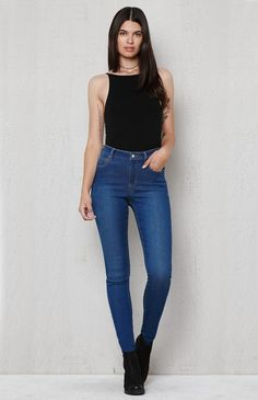 Hooked on Azure Super High Rise Skinny Jeans that I found on the PacSun App Dark Blue Jeans Outfit, Blue Jean Outfits, Basic Outfits, Casual Outfits, Cute Outfits, Fashion Outfits, Women's Fashion, Fashion Ideas, Lifestyle Clothing