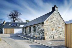 Loch Duich - Rural Design Architects - Isle of Skye and the Highlands and Islands of Scotland Style At Home, Residential Architecture, Modern Architecture, Cottage Extension, Barn Renovation, Rural House, Small Buildings, Stone Houses, Exterior Design