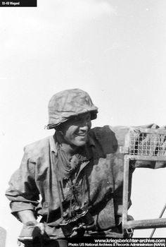 Military Photos, Military Art, Military History, Ww2 Uniforms, German Uniforms, German Soldiers Ww2, German Army, War Dogs, Panzer
