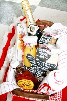 FUN Holiday Gingerbread pancakes and Mimosas DIY Breakfast Gift Basket Idea via Curly Q Paper - Do it Yourself Gift Baskets Ideas for All Occasions - Perfect for Christmas, Thank you gifts, Birthdays or anytime! Wedding Gift Baskets, Themed Gift Baskets, Diy Wedding Gifts, Diy Gift Baskets, Christmas Gift Baskets, Cute Christmas Gifts, Raffle Baskets, Basket Gift, Making A Gift Basket