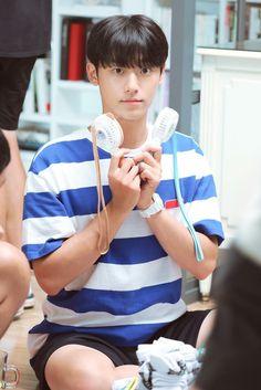 Drama Korea, Korean Drama, Korean Celebrities, Korean Actors, Pretty Boys, Cute Boys, Korean Quotes, Lee Hyun, Boys Wallpaper