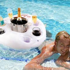 Absoluter Spaß im kühlen Nass! Genieße Abkühlung in Form eines kalten Getränks und eines Sprungs ins kalte Wasser nun zusammen – mit der schwimmenden Bar. via www.monsterzeug.de