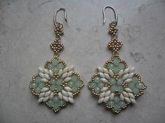 Orecchini Antonella realizzati con superduo, rocailles e cipollotti. Antonella earrings.