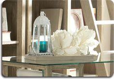 No dejéis que vuestras bandejas cojan polvo en la cocina. Mientras no las necesites para servir, utilizadlas como objeto decorativo y combinadlas con velas o flores. #decotruco