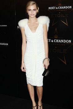 Cara Delevingne attended Moët & Chandon Etoile Awards at London's Park Lane Hotel in an elegant Burberry white dress. Moët Chandon, Cara Delevingne Style, Fashion Models, Fashion Outfits, Fashion Pics, Nice Outfits, English Fashion, Column Dress, Metallic Dress