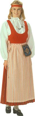 Punkalaitumen naisen kansallispuku. Kuva © Helmi Vuorelma Oy