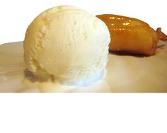 Pääruoan yhteydessä friteerattuja banaaneja ja jäätelöä kaupan päälle!  Empire…