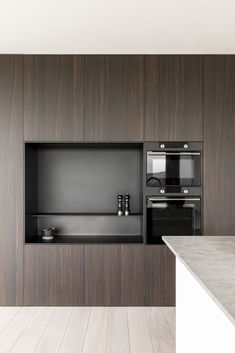 Kitchen Dining, Kitchen Cabinets, Dining Room, Black Kitchens, Beautiful Kitchens, Kitchen Interior, Sir Duke, Wall Decor, Work Inspiration