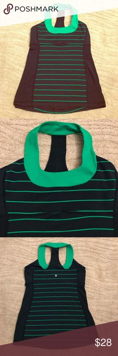 Navy/green Lululemon scoop tank size 10 Love these colors together. Great condition! Wear to a workout class!!!! Built in bra. Size 10 lululemon athletica Tops