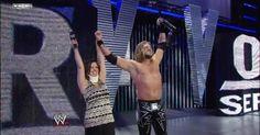 Edge sorprende al Mundo haciendo su Entrada de Regreso en Survivor Series 2008 y llevándose su 3° Campeonato de la WWE ante Triple H y Vladimir Kozlov.