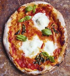Learn to make authentic Neapolitan pizza dough easily at home with Jamie Oliver& fool-proof recipe, as seen on his Channel 4 series, Jamie Cooks Italy. Italian Pizza Dough Recipe, Best Pizza Dough Recipe, Rustic Pizza Dough Recipe, Homemade Pizza Recipe, Neapolitan Pizza Dough Recipe, Neapolitanische Pizza, Good Pizza, Pizza Chef, Healthy Recipes